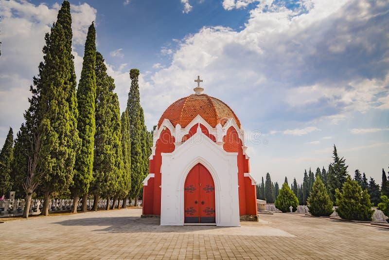 Franse kapel en kerkhoven in militaire begraafplaats in Thessaloniki stock foto