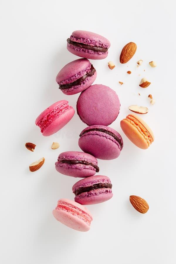 Franse macarons met amandelen stock afbeelding