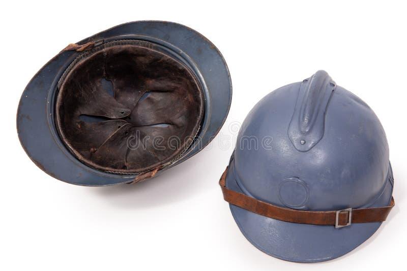 Franse militaire helm twee van de Eerste Wereldoorlog op witte backg stock afbeelding