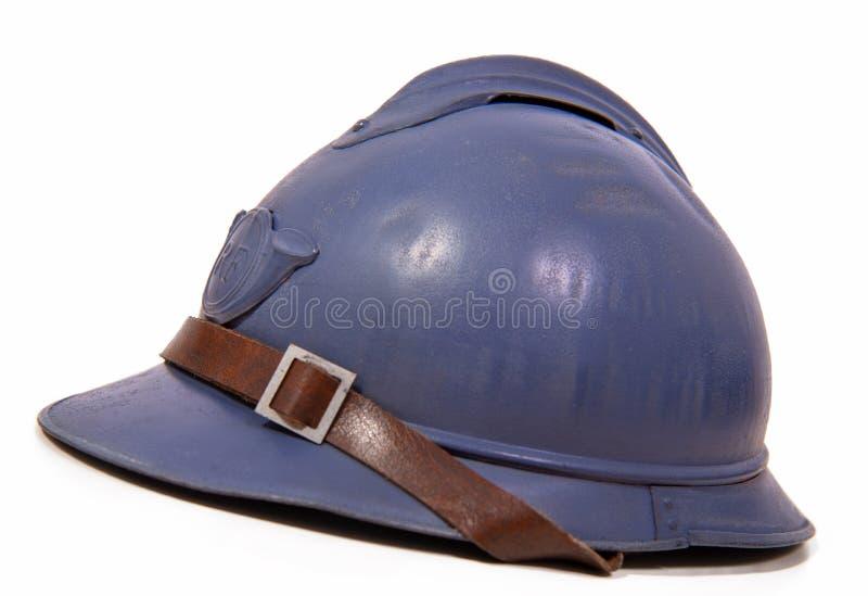 Franse militaire helm van de Eerste Wereldoorlog op witte backgroun stock afbeelding