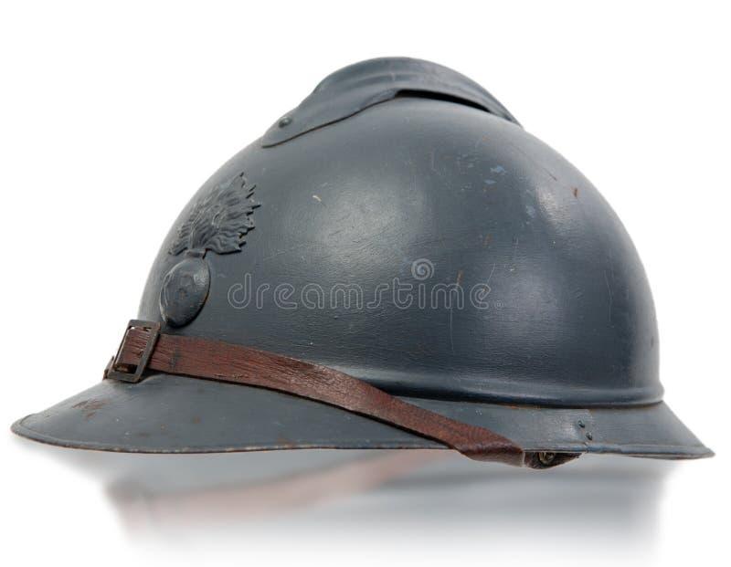 Franse militaire helmen van de Eerste Wereldoorlog op witte achtergrond stock afbeelding