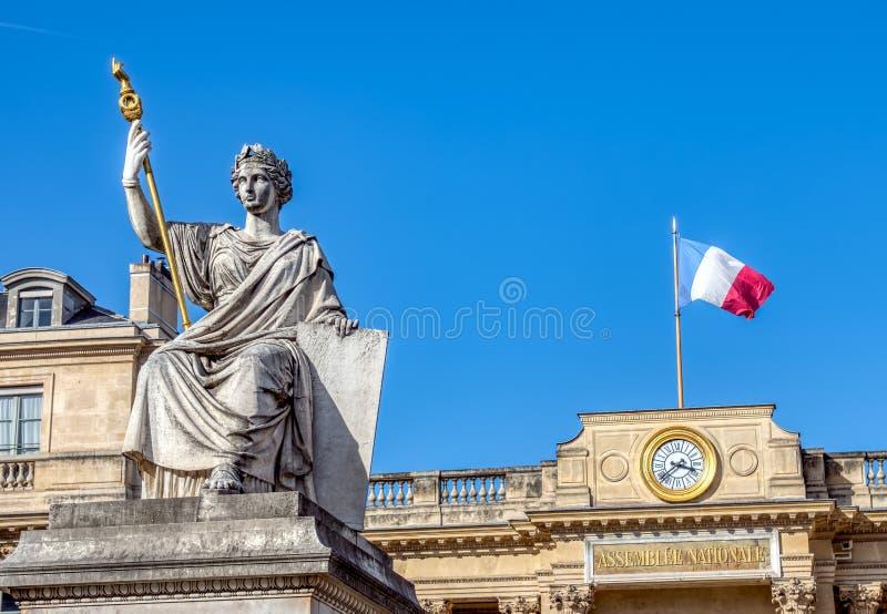 Franse Nationale assemblee een Wetsstandbeeld in Parijs stock afbeeldingen