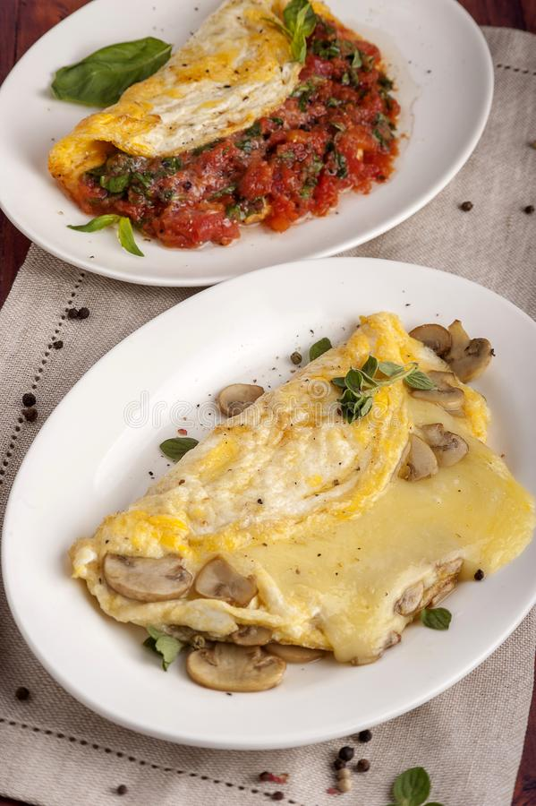 Franse omelet met paddestoelen en kaas stock foto