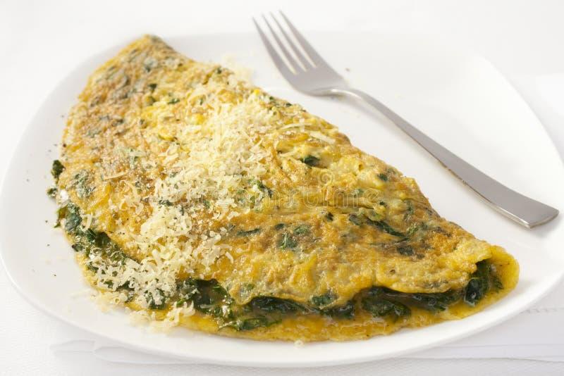 Franse Omelet met Spinazie en Parmezaanse kaas stock fotografie