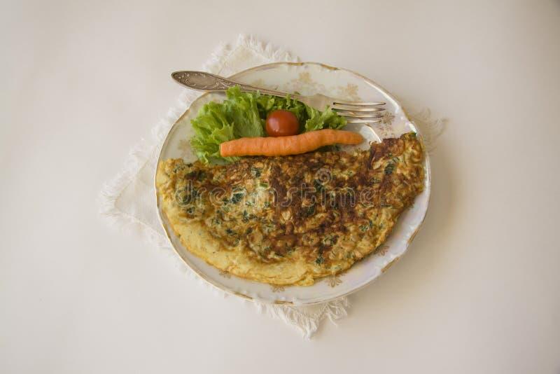 Franse omelet op wit stock afbeeldingen