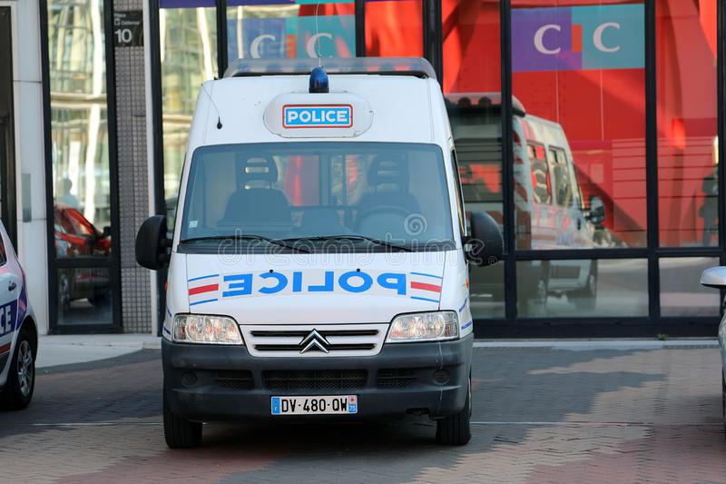 Franse Politie Van Citroen Jumper Parked In Front Of The Police S stock foto's