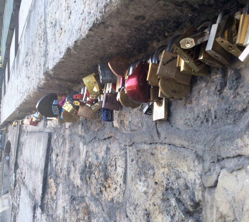 Franse sloten stock afbeeldingen