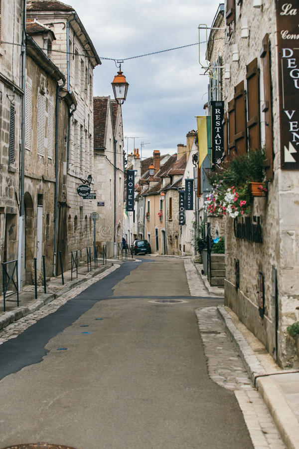 Franse stad Chablis stock foto's