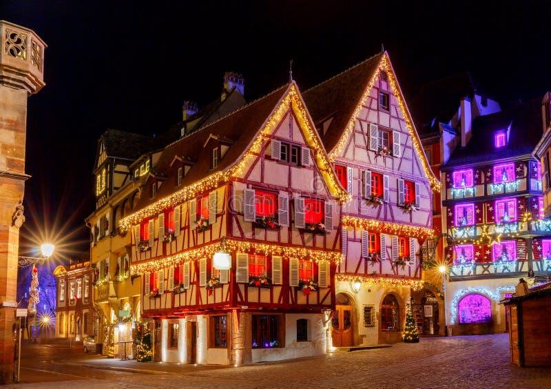 Franse stad Colmar op Kerstavond stock foto's