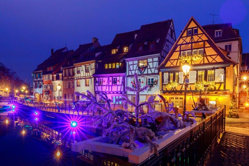 Franse stad Colmar op Kerstavond royalty-vrije stock foto's