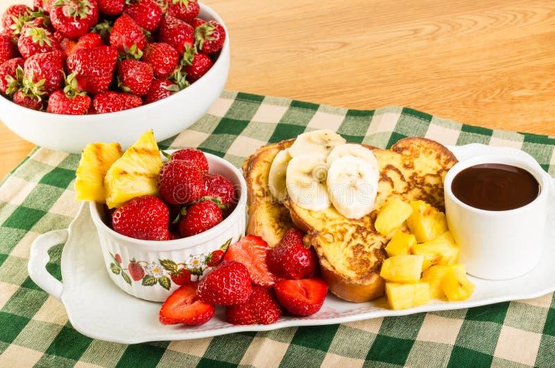 Franse toost met fruit en koffie royalty-vrije stock fotografie