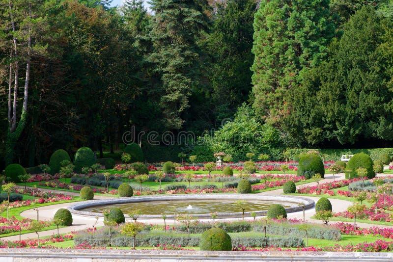 Franse tuin stock foto afbeelding bestaande uit post for Franse tuin