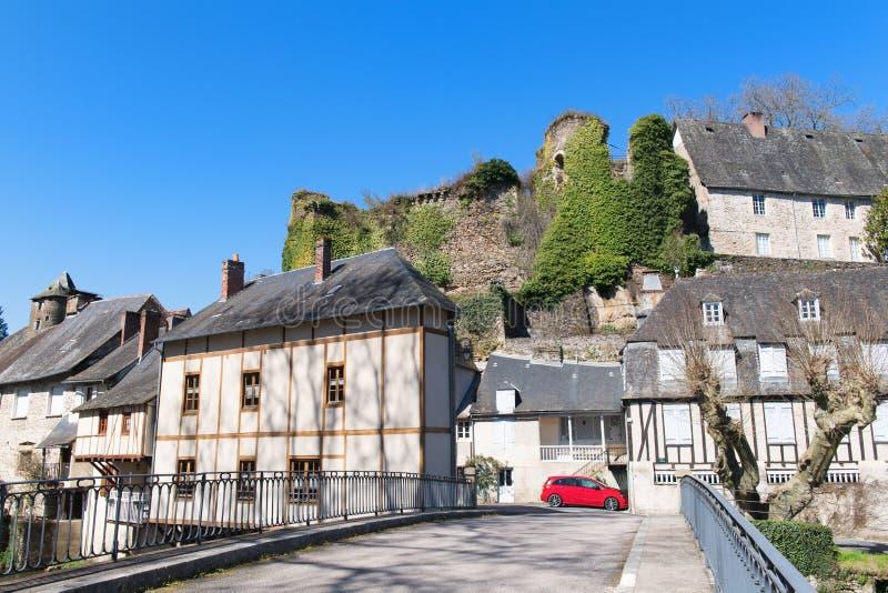 Fransk bySegur-le-Chateau royaltyfri bild