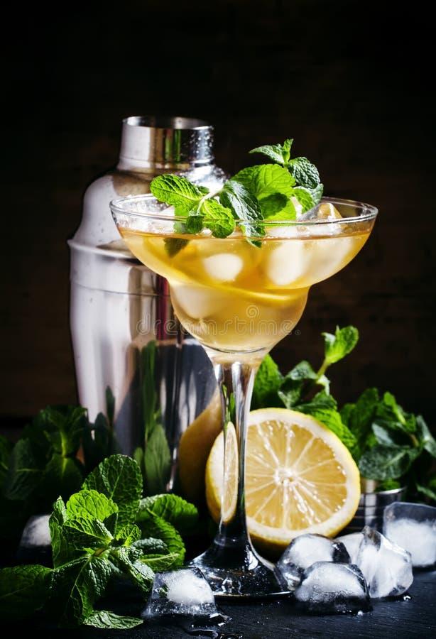 Fransk daiquiri, alkoholcoctail med citronjuice, sockersirap, arkivfoton