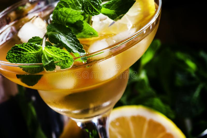 Fransk daiquiri, alkoholcoctail med citronjuice, sockersirap, royaltyfri fotografi