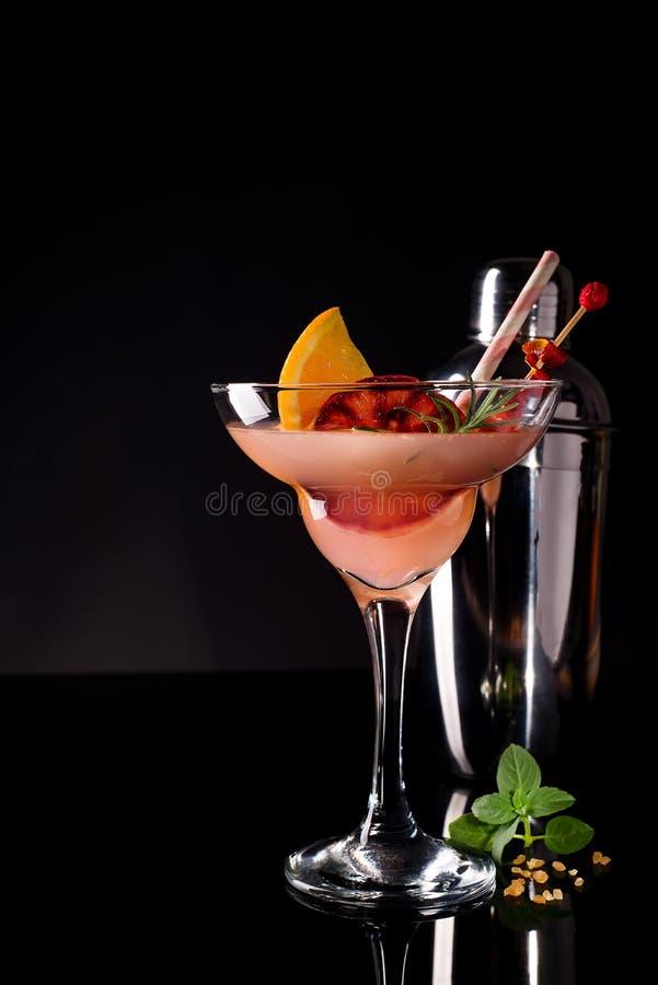 Fransk daiquiri, alkoholcoctail med citronjuice, sockersirap, konjak, mintkaramell och apelsin arkivfoton