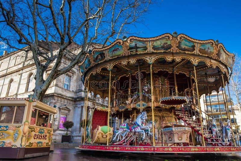 Fransk gammalmodig stilkarusell med trappa på stället de Horloge i Avignon Frankrike fotografering för bildbyråer