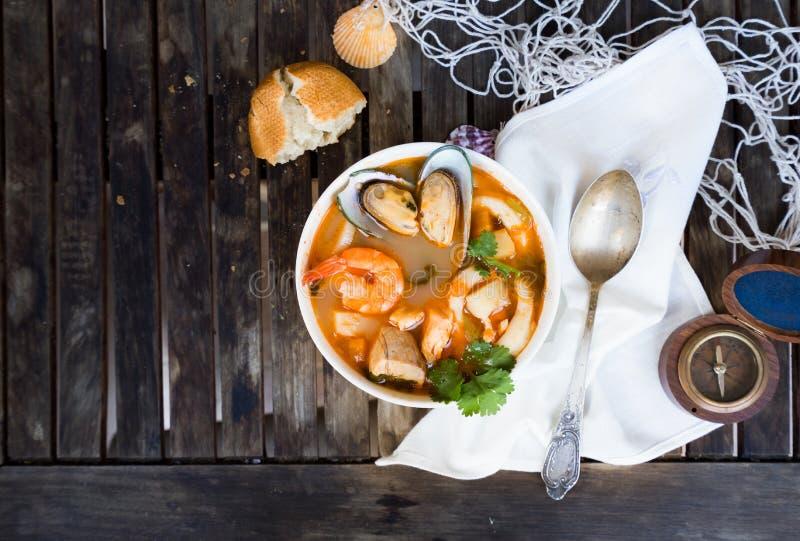 Fransk havs- soppa för bouillabaissen royaltyfri foto