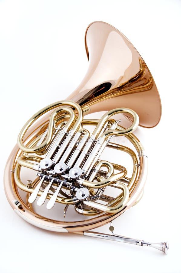 fransk horn isolerad white arkivfoto