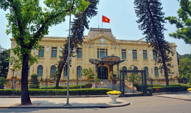 Fransk kolonial byggnad i Hanoi, Vietnam arkivfoton