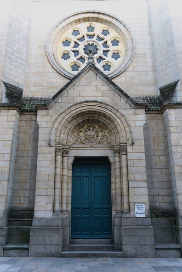Fransk kyrkaentryway royaltyfri foto