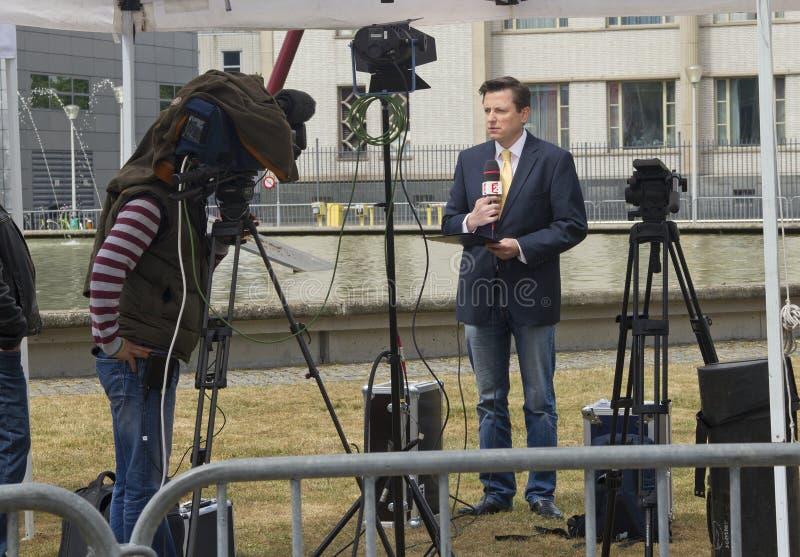 fransk nyheternareporterdomstol yugoslavia royaltyfri foto