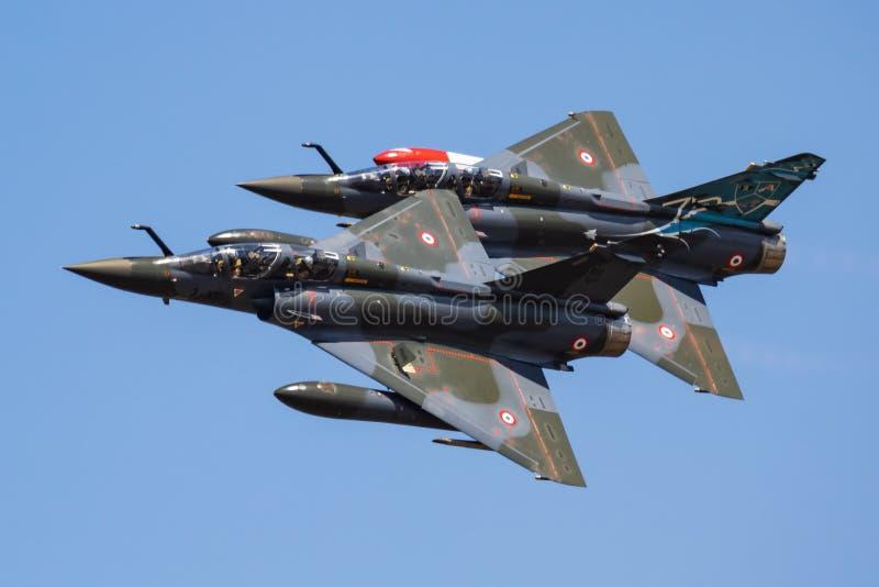 Fransk skärm för deltan för couteauen för jaktflygplan för den flygvapenDassault hägringen 2000D för kunglig internationell luft  royaltyfria bilder