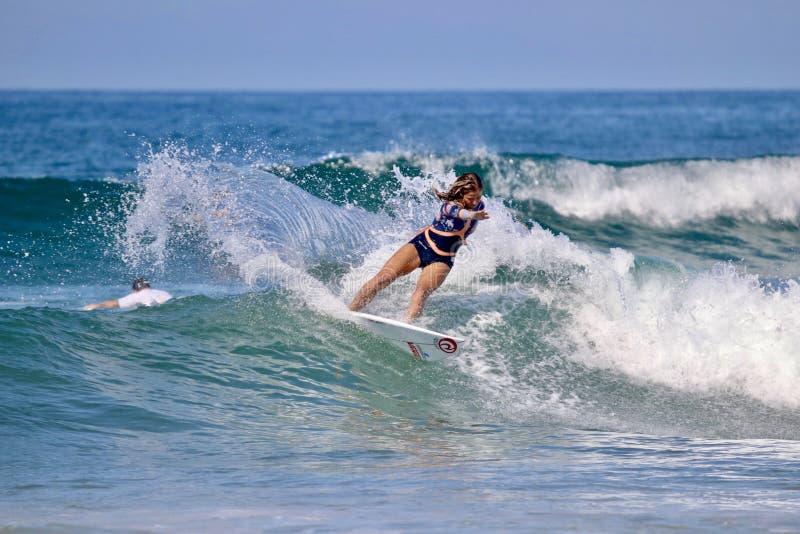 Fransk yrkesmässig surfare Pauline Ado arkivbilder