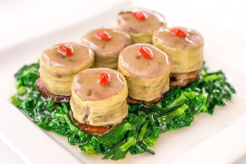 Franska gäsleverblad med stenkolsgran med Char Siu och Taro royaltyfri bild