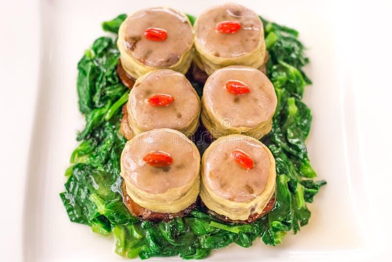 Franska gäsleverblad med stenkolsgran med Char Siu och Taro arkivbild