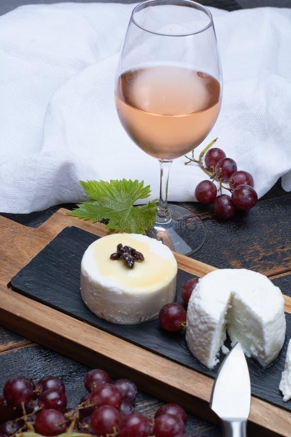 Franska mjuka ostar, variation av den olika smakgeten mjölkar natura arkivfoto