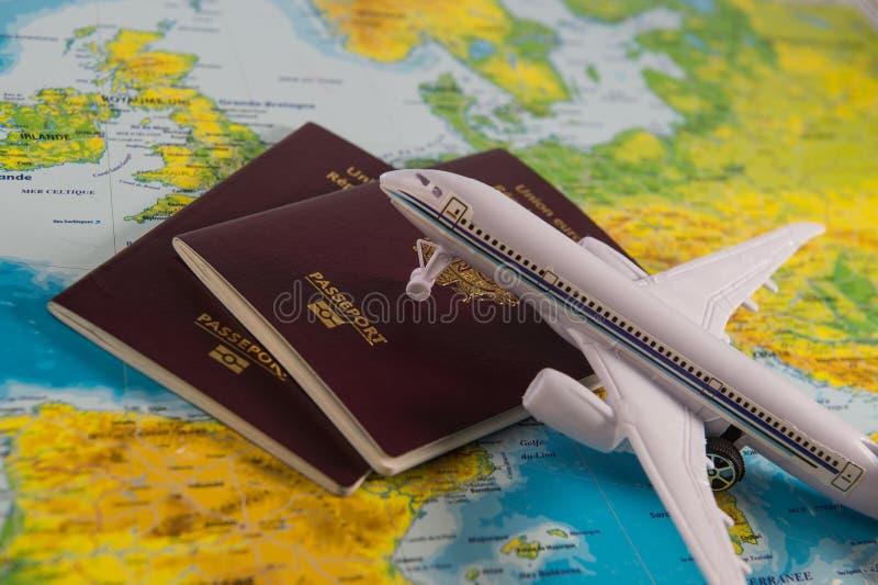 Franska pass på översikts- och nivåbakgrund royaltyfri foto