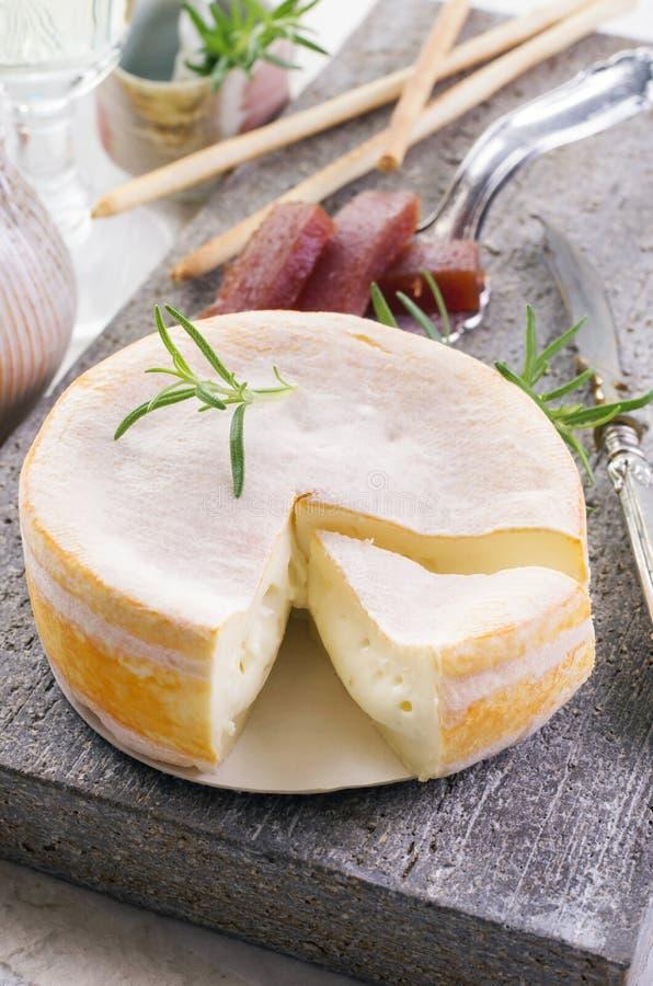 FranskaCremoulin ost arkivbilder