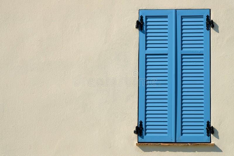 Franskt fönster i Provence royaltyfria bilder