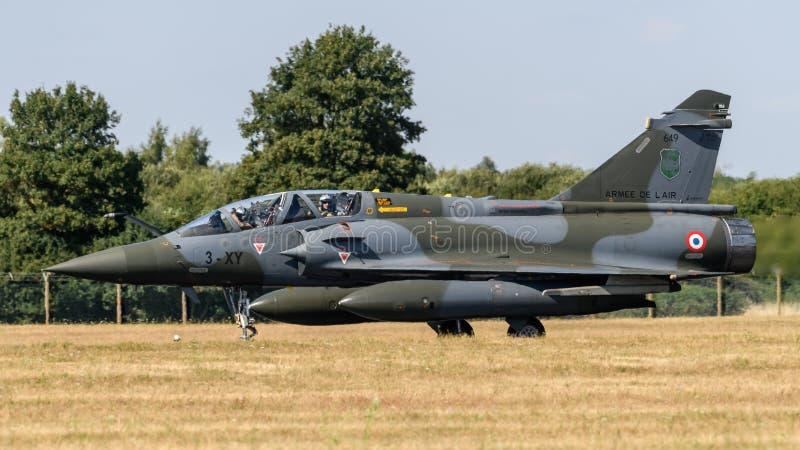 Franskt flygplan 2000 för flygvapenDassault hägring royaltyfri foto