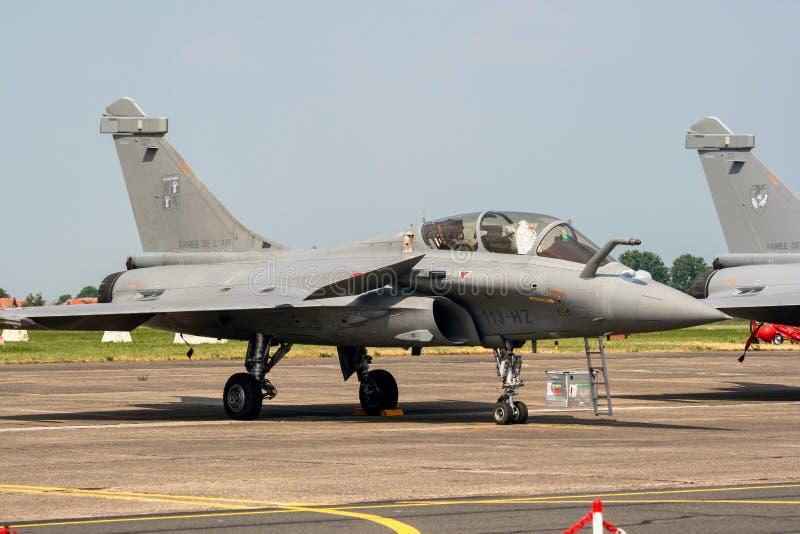 Franskt flygplan för flygvapenDassault Rafale jaktflygplan royaltyfri bild