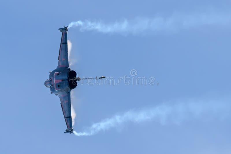 Franskt flygvapenDassault Rafale flygplan royaltyfri foto