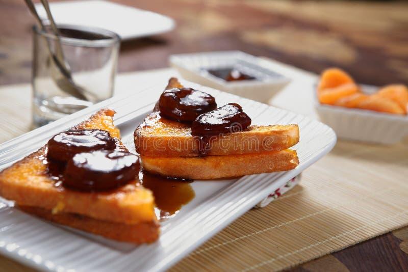 Franskt rostat bröd för aprikos royaltyfria bilder