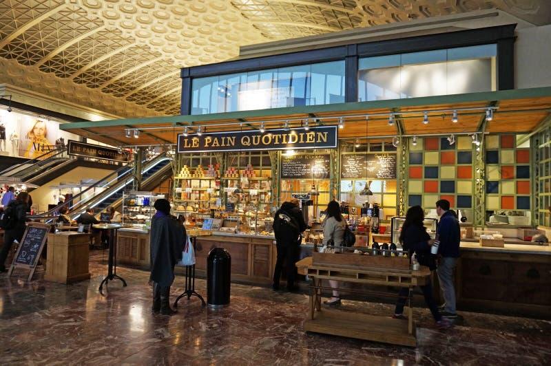 Französische Bäckerei an der Verbands-Station lizenzfreie stockfotos