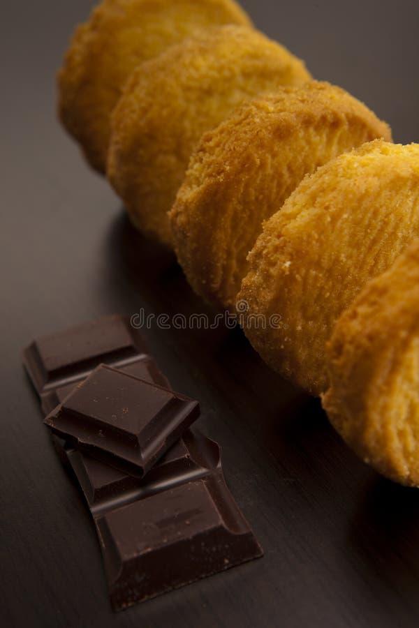 Französische Butterplätzchen mit Schokolade stockfotos