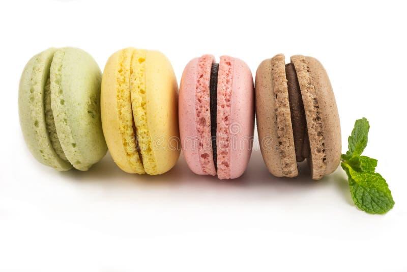 Französische macarons in den Pastellfarben lizenzfreies stockfoto