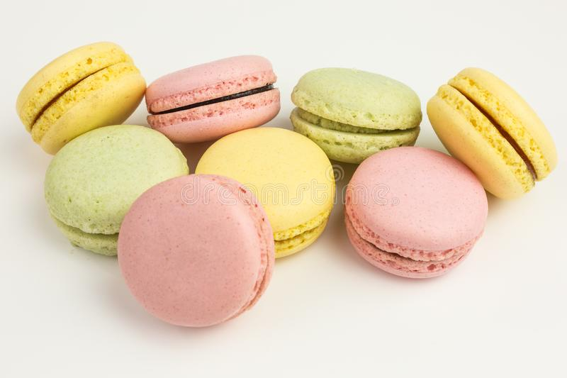 Französische macarons in den Pastellfarben lizenzfreies stockbild