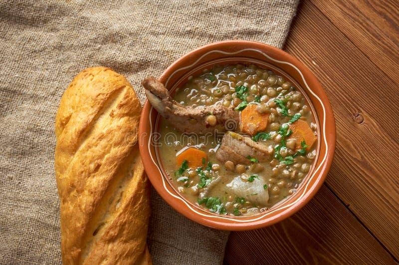 Französische Suppe mit Linsen und Dijon-Senf lizenzfreies stockfoto