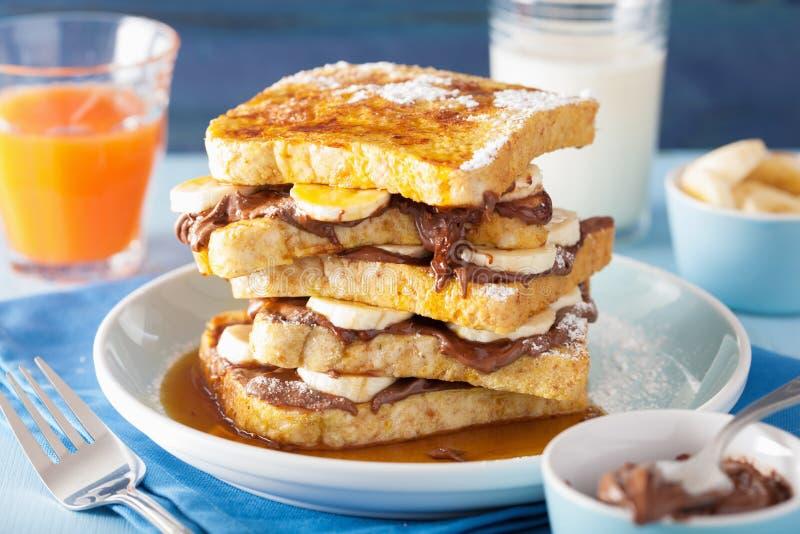 Französische Toast mit Bananenschokoladensoße und -karamel für breakf lizenzfreies stockbild