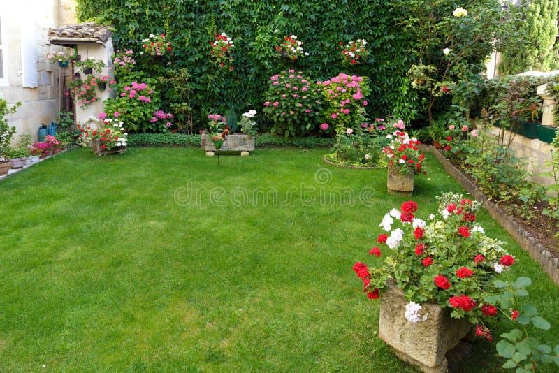 Französischer klassischer Garten lizenzfreie stockfotos