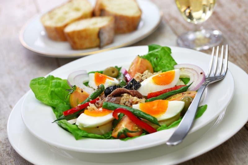 Französischer nicoise Salat stockbild