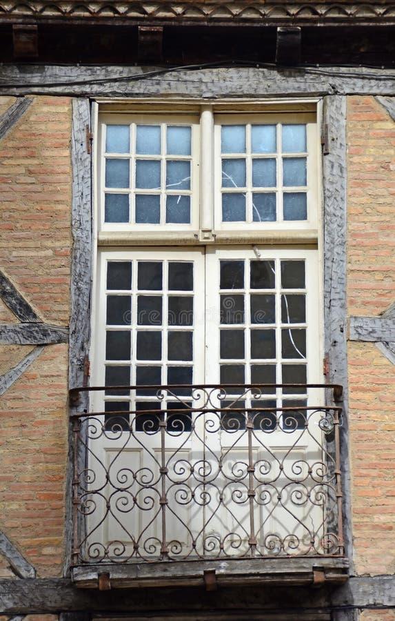 Französisches Fenster im Halbzeithaus stockbilder