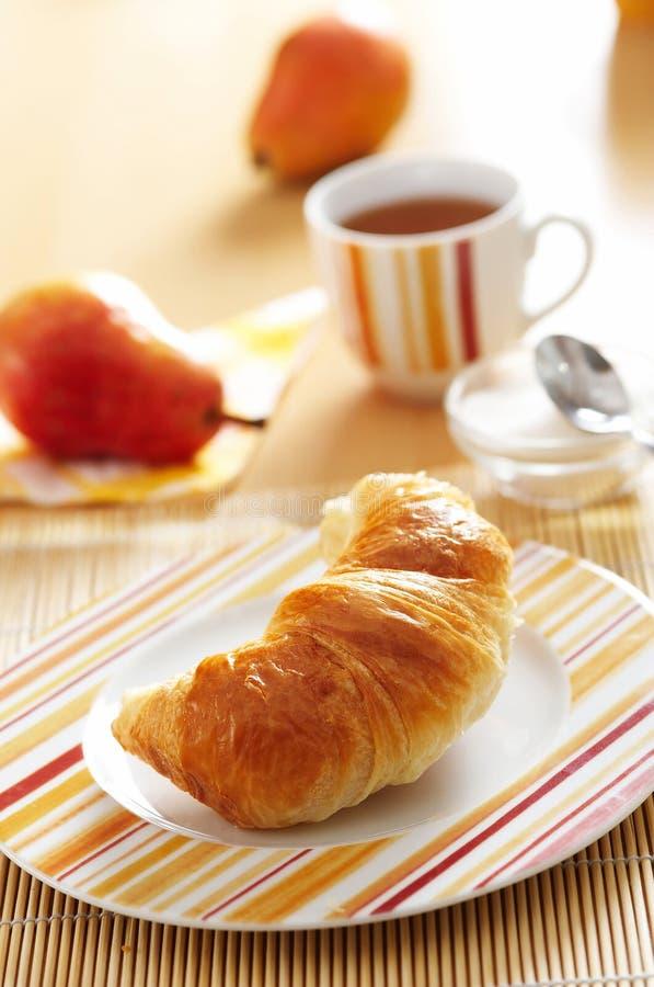 Französisches Hörnchen zum Frühstück lizenzfreie stockfotografie
