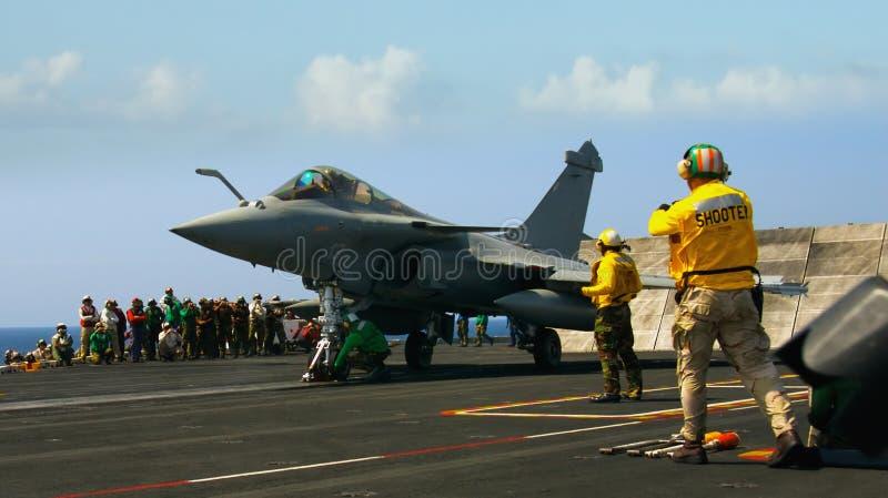 Französisches Rafale auf Flugzeugträger lizenzfreies stockfoto