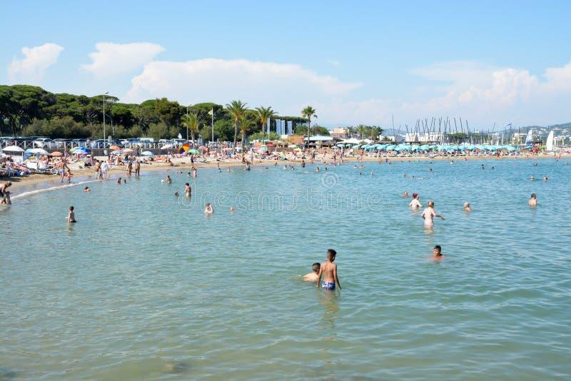 Französisches Riviera-Strand lizenzfreie stockfotografie